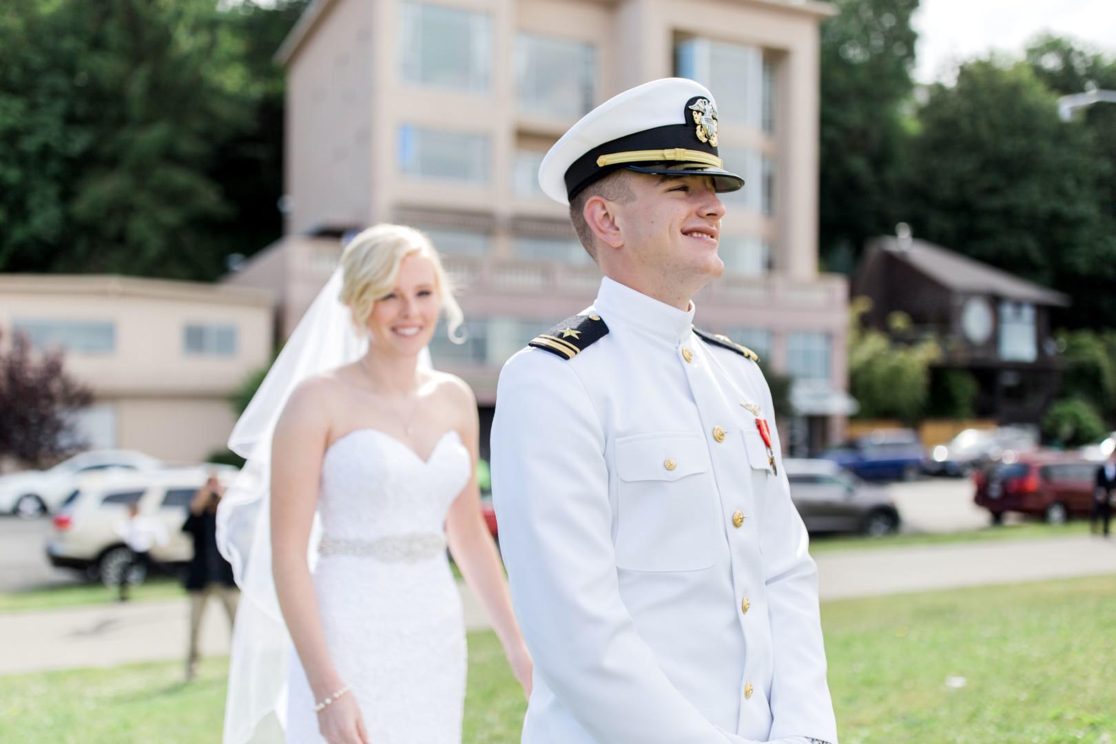 16-5-Looch-Lauren-Worl-Seattle-Wedding-Photography-Nicole-Barkis-Photographer-First-Look-27