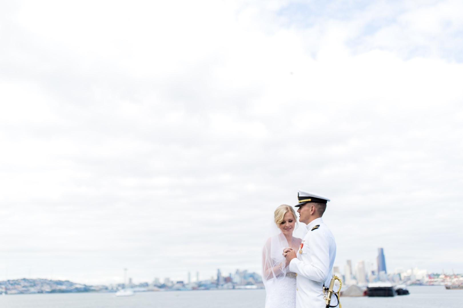 16-5-Looch-Lauren-Worl-Seattle-Wedding-Photography-Nicole-Barkis-Photographer-First-Look-84